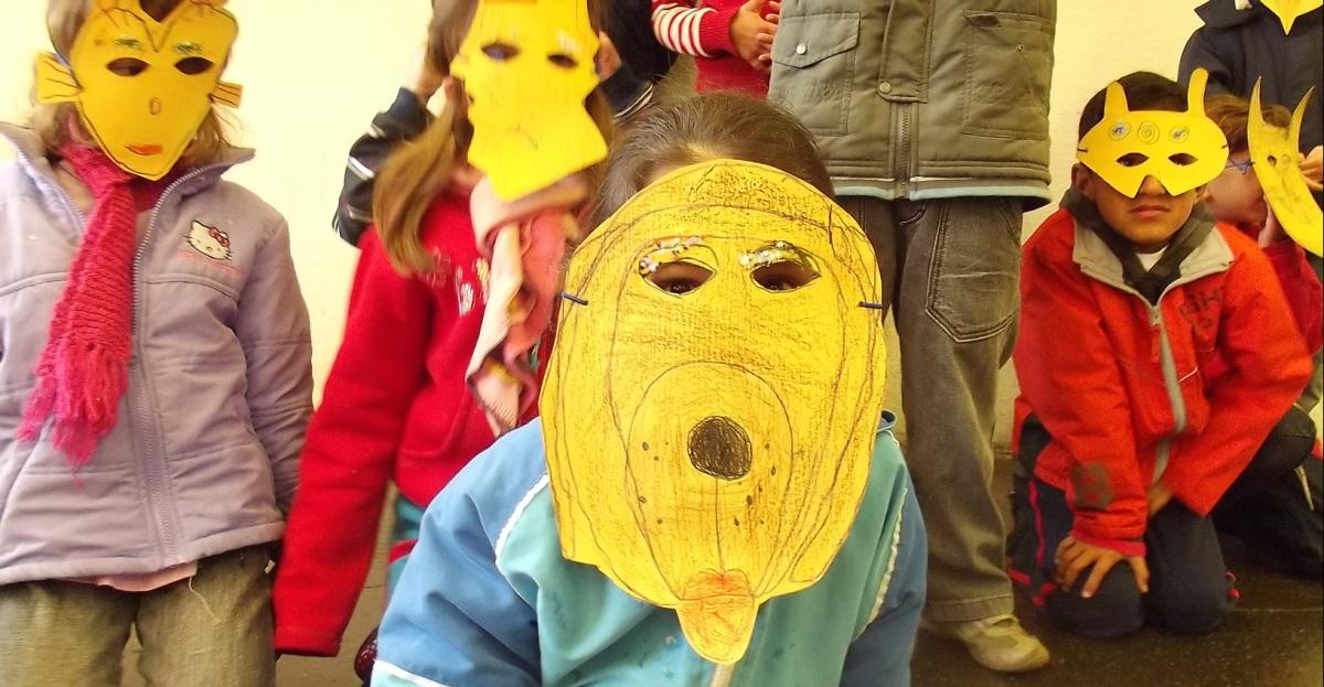 Teatro  de  Bonecos  e  Formas  Animadas  para  Crianças